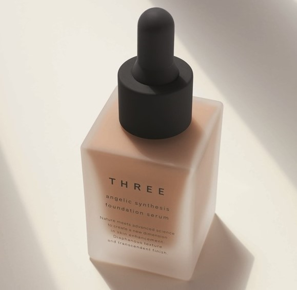 รองพื้น THREE Angelic Synthesis Foundation Serum