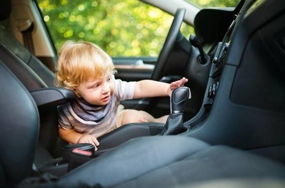 ลูกติดในรถ