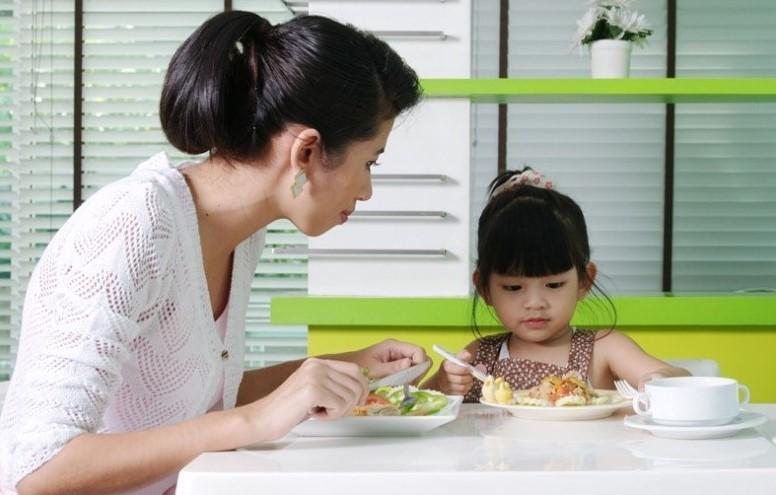 สอนลูกกินข้าว