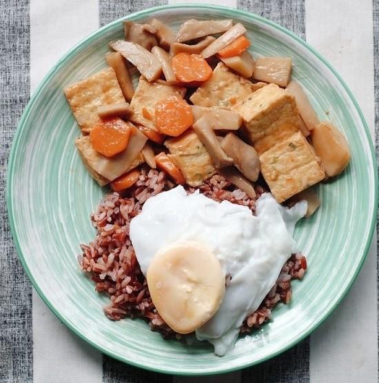 ผักเห็ดเต้าหู้ผักไข่ดาว อาหารลดน้ำหนัก
