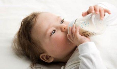 วิธีฝึกลูกดูดขวดนม